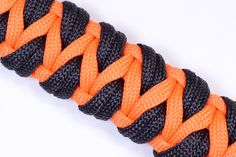 """How to Make a Variation of the """"Caged Solomon"""" - Paracord Bracelet - Bor..."""