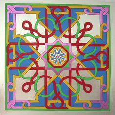 Arabescos realizados en cuero, vadana, a 6 colores, casi todos inspirados en mosaicos de la Alhambra de Granada. La tecnica es Marqueteria de incrustacion.