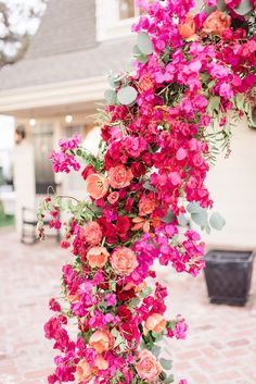 Lush Wedding Inspiration with a Bougainvillea Backdrop ⋆ Ruffled Love the flower choices here. Not super into the circular shape of the arch Lush Wedding Inspiration with a Bougainville. Wedding Ceremony Ideas, Ceremony Backdrop, Ceremony Decorations, Wedding Centerpieces, Wedding Bouquets, Backdrop Wedding, Floral Wedding, Wedding Colors, Wedding Flowers