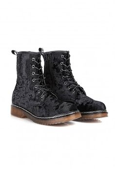 Missguided - Malice Lace Up Velvet Boots In Black