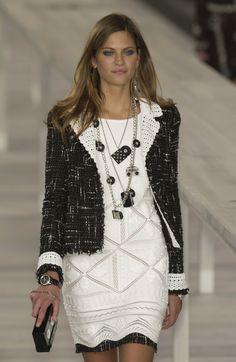 http://www.livingly.com/runway/Chanel/Paris Fashion Week Spring 2004/kxs3ds7JAcU