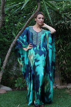 قفطان 2015 عصري | Temara15 Kaftan Style, Caftan Dress, Dress Skirt, Morrocan Dress, Moroccan Caftan, African Fashion Dresses, African Dress, Abaya Fashion, Modest Fashion
