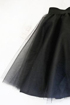 Tulle circle skirt DIY (click through for tutorial) Love this! Tulle circle skirt DIY (click through for tutorial) Diy Circle Skirt, Diy Tulle Skirt, Tulle Skirt Tutorial, Dress Skirt, Tulle Skirts, Waist Skirt, Circle Skirts, Sewing Clothes, Diy Clothes