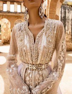 سوسو Morrocan Dress, Moroccan Bride, Moroccan Caftan, Moroccan Wedding, Arab Fashion, Indian Fashion, Morrocan Fashion, Fashion Women, Indian Dresses