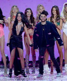 Selena Gomez et The Weeknd semblent avoir quitté leur relations précédentes et trouvé l'amour ensemble. Le nouveau couple a été aperçu s'embrassant en publique après avoir quitté la cél…