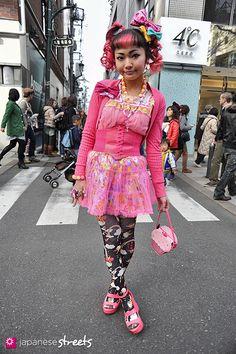 Japanese street fashion in Harajuku, Tokyo (el eu de ra, Harajuku Girls, Harajuku Fashion, Japan Fashion, Lolita Fashion, Pop Fashion, Fashion Outfits, Japanese Streets, Japanese Street Fashion, Geisha