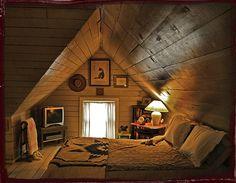 Cozy attic bedroom for homes with small attics Attic Renovation, Attic Remodel, Attic Spaces, Small Spaces, Small Attic Bedrooms, Small Rooms, Small Basement Bedroom, Cabin Bedrooms, Small Attic Room
