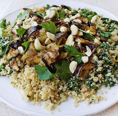 Vegetarian recipe for Thai style Eggplant and Kale Cauliflower Rice Ingredients 2 eggplants, chopped into cubes 1 bunch kale, finely chopped 2 cauliflower rice packets or one large cauliflower 1/2 […]