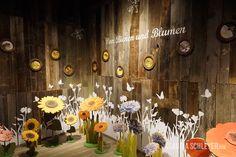 Bees exhibition at Karls Erlebnisdorf Wustermark | About bees and flowers  #interactive #exhibits #bees #exhibition #design  #Bienen #Ausstellung #Interaktive #Exponate  #InteractiveExhibits #InteraktiveExponate #Ausstellungsdesign #ClaudiaSchleyer