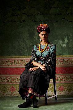 37 New ideas flowers photography woman inspiration frida kahlo – Best Painting Fashion Mode, Fashion Art, Boho Fashion, Autumn Fashion, Vogue Fashion, Fashion Trends, Photography Women, Fashion Photography, Texas Photography