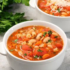 Pasta fagioli is a hearty italian soup made with pasta and beans you will love this easy one pot vegetarian dinner it is a family favorite! copycat olive garden pasta e fagioli One Pot Vegetarian, Vegetarian Recipes, Healthy Recipes, Healthy Soup, Vegetarian Italian, Vegetarian Dinners, Ketogenic Recipes, Keto Recipes, Pasta Fagioli Recipe