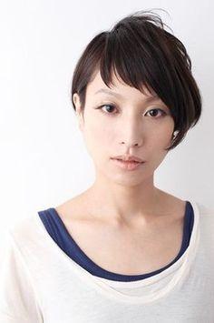 モダンなアシメバランスで美しくカッコよく | 吉祥寺の美容室 feelのヘアスタイル | Rasysa(らしさ) Pixie Hairstyles, Hairstyles With Bangs, Trendy Hairstyles, New Hair, Your Hair, Asian Short Hair, Short Styles, Dream Hair, How To Make Hair