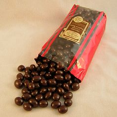 Espresso Coffee Beans Are Not Some Special Beans - CoffeeLoverGuide Expresso Coffee, Chocolate Covered Espresso Beans, Chocolate Covered Coffee Beans, Coffee Creamer, Coffee Mugs, On The Go Snacks, Incredible Edibles, Coffee Type, Sweets
