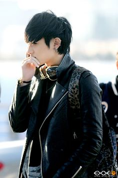 ztao Omggggg I can't.... this pic omg... tao+earrings+rings+headphones=UltimatePerfection