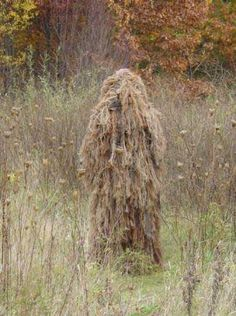 All Ghillied Up.Want to look like a real Sniper? Airsoft Sniper, Airsoft Guns, Ghillie Suit, Hat Hairstyles, Art Club, Tactical Gear, Landscape Art, That Look, Survival