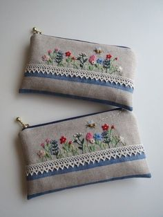 all types of hand embroidery stitches Embroidery Purse, Hand Embroidery Stitches, Silk Ribbon Embroidery, Hand Embroidery Designs, Pochette Portable, Hand Embroidery Tutorial, Brazilian Embroidery, Sewing Art, Fabric Bags