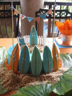 Cheap cake from Publix dressed up to be a surf cake Birthday Bash, Birthday Parties, Birthday Ideas, Surfer Cake, Surfboard Cake, Teen Beach Party, Beach Cakes, Luau Party, Themed Cakes