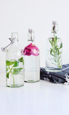 Pyykkietikka: katso ohje ja tee itse! | Meillä kotona Getting Bored, Diy Art, Cleaning Hacks, Diy And Crafts, Glass Vase, Bottle, Home Decor, Zero Waste, Clever