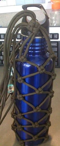 HORSE BARN IDEA: Paracord instruction for a water bottle - 4th year girls camp hike