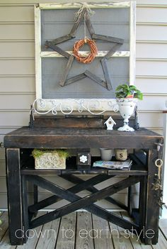 Down to Earth Style: Pallet Porch Console  >>Love the star wreath & frame.  Need to find a way to make this for my porch!!!