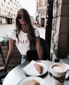 36 Ideas fashion photography street vogue for 2019 Mode City, How To Pose, Mode Outfits, Tumblr Girls, Mode Inspiration, Fashion Inspiration, Look Fashion, 90s Fashion, Vogue Fashion
