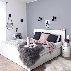 New post on my blog (link in BIO) • So stylish morning coffee in the bed... ☕️ Powder pink @steltondesign thermos from @designville.cz & grey bedroom... That sounds great! This pic and awesome styling belongs to my dear friend @kajastef