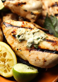 Honey Citrus Grilled Chicken with Basil Butter Basil Butter Recipe, Lemon Butter Chicken, Basil Chicken, Honey Chicken, Best Grilled Chicken Recipe, Grilled Meat, Healthy Chicken, Grilling Recipes, Gastronomia