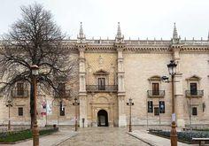 LORENZO VÁZQUEZ DE SEGOVIA: Fachada del Colegio de Santa Cruz (Valladolid, 1491). Actual sede del rectorado de la UVA, es considerado la primera obra plenamente renacentista en España, construida bajo el impulso del Cardenal Mendoza y al amparo de los postulados del Renacimiento italiano.