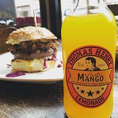 So noch einmal den aktuellen Burger der Woche genießen. Ich werde das Entenconfit zusammen mit Rotkohl Kimchi echt vermissen. Wirklich gut passt Mystic Mango von @thomashenryofficial dazu. #Burger #fettekuh #diefettekuh #burgerporn #shareyourburger #burgraphy #burgerthat #iloveburger #burgers #beef #patty #bun #brioche #burgerporn by soupsfornoobs #haxenhaus #people #food