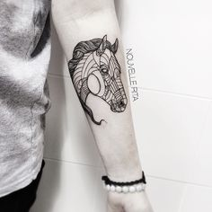Artistic Animal Tattoos Made with Exquisitely Bold Contour Lines - My Modern Met