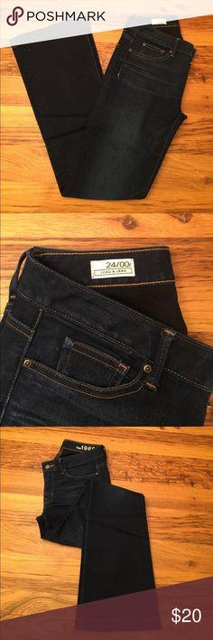 "Gap women long lean wide leg jeans Never worn, in new condition.   Inseam 31"" Rise 8"" Waist 14"" Leg opening 9.5"" GAP Jeans Flare & Wide Leg"