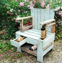 Love this recycled chair with a wine-purpose!!!
