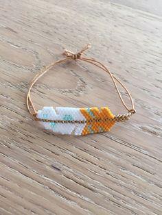 Bracelet plume tissé en perles miyuki… Feather bracelet woven with miyuki beads… Check more at Bead Loom Bracelets, Beaded Bracelet Patterns, Beading Patterns, Gold Bracelets, Diamond Earrings, Colorful Bracelets, Bracelet Designs, Seed Bead Jewelry, Bead Jewellery