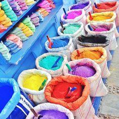 C O L O R F U L #morocco #chefchaouen . シャウエンでちょこちょこ売られてるのを見かけた、染料☺︎ もうこれだけで、かわいい\(^o^)/ #モロッコ#シャウエン