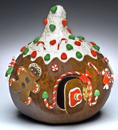 It is never too early to get ready for Christmas and making these gorgeous Gourds! Visit this neat site where you will find a few of the tutorials that have Christmas Gingerbread, Noel Christmas, Christmas Projects, All Things Christmas, Winter Christmas, Holiday Crafts, Holiday Fun, Christmas Ornaments, Fall Crafts
