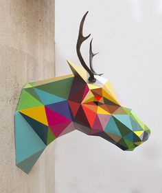 Colaboración con el artista Okuda en la producción de sus obras en las que arquitecturas geométricas multicolores se funden con formas orgánicas, cuerpos sin identidad, animales sin cabeza... | Collaboration with Okuda in the production of his art pieces, multicolored geometric architectures blend with organic shapes, bodies without identity, headless animals... #sculpture #art #modernart #escultura #artemoderno #colores #colours #diseño #design #digital #artista #artist