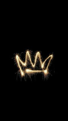 crown, wallpaper, and black image Tumblr Wallpaper, Neon Wallpaper, Cute Wallpaper For Phone, Black Wallpaper, Screen Wallpaper, Wallpaper Backgrounds, Iphone Wallpaper Queen, System Wallpaper, Wallpaper Quotes