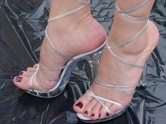 Feet n Heels Sexy High Heels, Sexy Legs And Heels, Beautiful High Heels, Hot Heels, Strappy Heels, Stiletto Heels, Stilettos, Pumps, Sexy Zehen