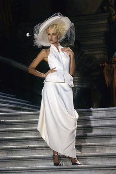 See the complete Christian Dior Spring 1998 Couture collection.