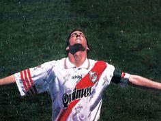 Enzo Francescoli - River Plate Zidane, People Icon, Soccer World, Polo Ralph Lauren, Football, Baseball Cards, My Style, Mens Tops, Carp