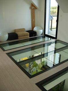 Interior design and cool spaces Plancher verre ÉPURE Home Interior Design, Interior Architecture, Interior Decorating, Plafond Design, Casas Containers, Glass Floor, Glass House, Ceiling Design, Skylight