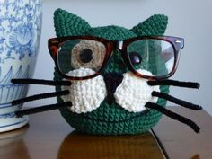 Eyeglasses holder. www.etsy.com/shop/mumimoo Crochet Eyes, Crochet Girls, Crochet Home, Knit Or Crochet, Crochet Crafts, Crochet Projects, Amigurumi Patterns, Crochet Patterns, Loom Craft