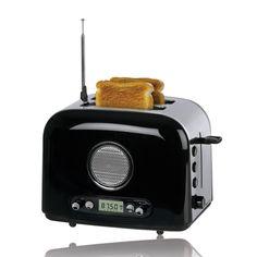 Brödrost med Radio! Funkar säkert skitdåligt både till att rosta bröd och lyssna på radio. Men ändå. Lite som nåt från Jetsons!
