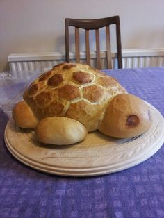 Turtle Bread! Because you want your bread to look like a turtle! #wastoocutetoeat #hadtothough #breadcravings #carbs