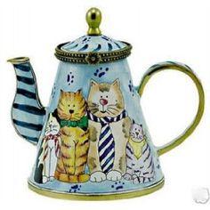 Kelvin Chen Enameled Miniature Tea Pot Cats in Ties *** Learn more by visiting the image link. (This is an affiliate link) Mini Copper, Chesire Cat, Teapots Unique, Vintage Teapots, Tea Pot Set, Teapots And Cups, Porcelain Ceramics, Porcelain Dinnerware, Porcelain Jewelry