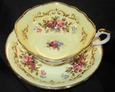 PARAGON ENGLAND ANTIQUE TAPESTRY Rose PASTEL YELLOW TEA CUP AND SAUCER