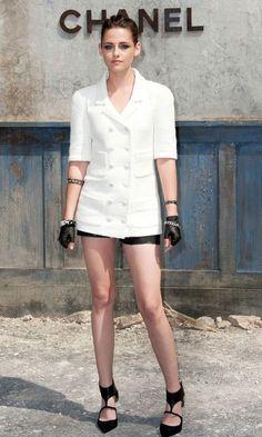 Kristen Stewart adora moda e é praticamente presença confirmada em toda semana de moda de Paris. Esse ano, entretanto, a atriz não compareceu ao evento, pois está gravando seu novo filme, Sils Maria. A revista InStyle reuniu 5 motivos pelos quais Kristen fez falta na Paris Fashion Week. Vejam:  http://foforks.com.br/2013/10/cinco-motivos-pelos-quais-kristen-stewart-fez-falta-na-paris-fashion-week/