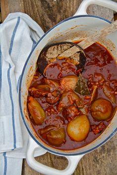 Oktapodi Stifado - Octopus Stew Seafood Dishes, Fish And Seafood, Greek Recipes, My Recipes, Cyprus Food, Greece Food, Greek Cooking, Sea Food, Recipe Collection