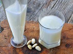 Latte di mandorle fatto in casa, ricetta facile, come fare il latte di mandorle, bevanda fresca estiva, dolci, gelati, bibita al latte, senza lattosio, vegani