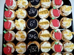 Click the link and learn from the experts. Link And Learn, Mini Cupcakes, How To Make Cake, Christmas Cookies, Cookie Recipes, Madrid, Facebook, Baking, School